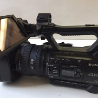 4K camcorder very clean with 1 charger and 2 batteries