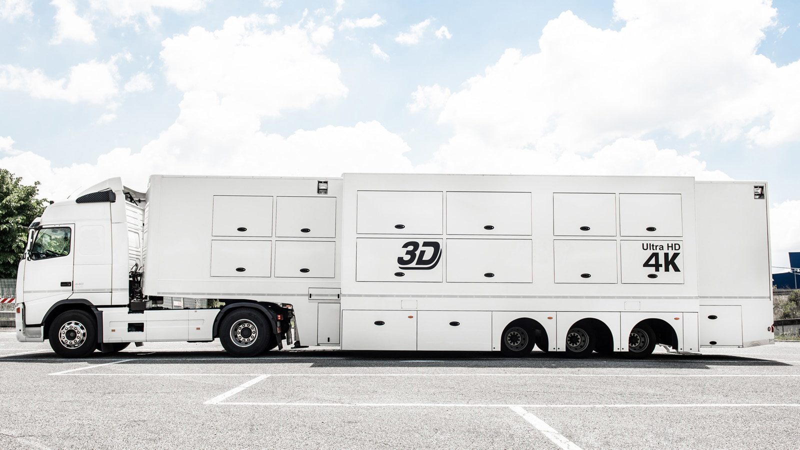 24-CAMERA DOUBLE-EXPANDABLE 4K-READY OB TRAILER - Image #1