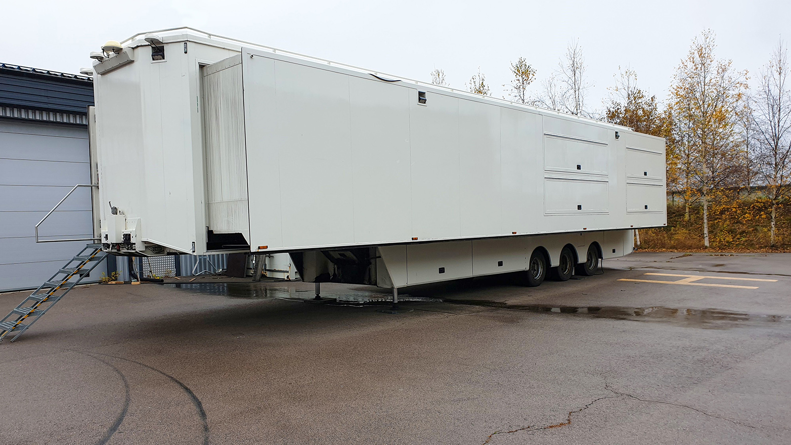 24-CAMERA RACK READY DOUBLE EXPANDING TRAILER - Image #1