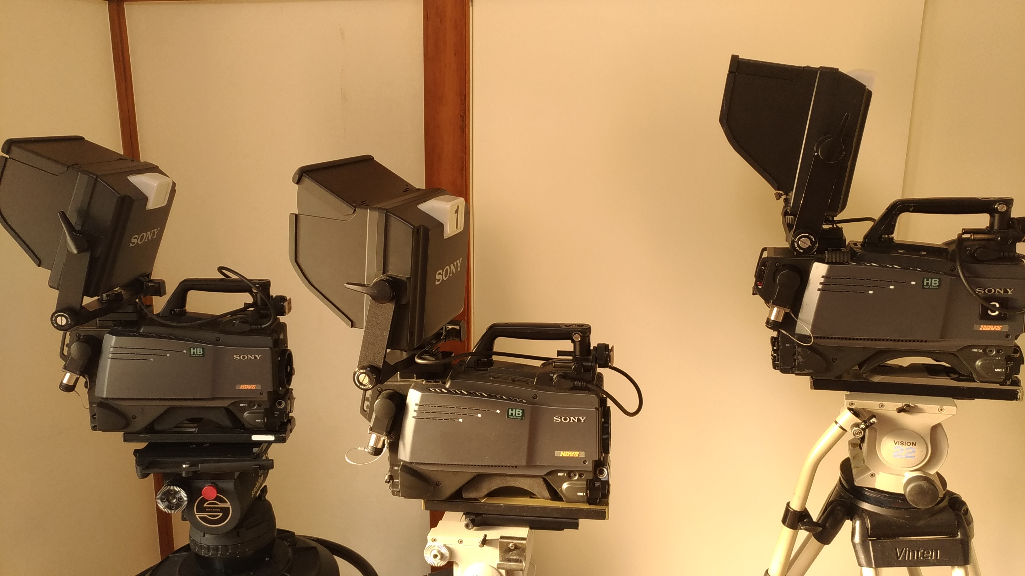 Full studio HD camera chains, lenses, support 4 to 5 x Sony HDC-1500 HighBitrate chains, lenses, tripods - Image #1