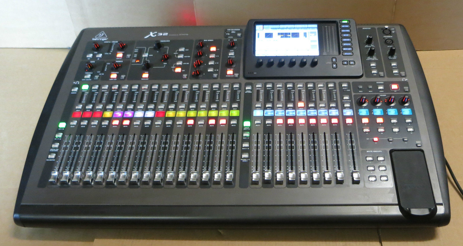 Behringer - X32 - 32-Channel 40-Input Professional (id:176858)