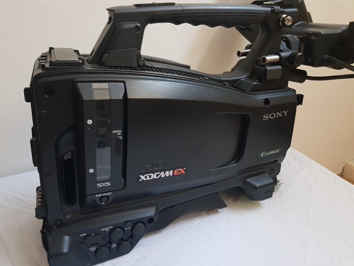 camera Sony PMW 350 with VF (1991heures)  camera Sony PMW 350 with VF (1991heures) - Image #1