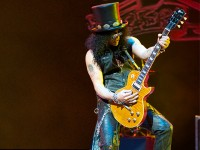 Slash uses Mogami cables for world tour
